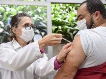 Em São Bernardo e São Caetano, quem se recusar a tomar vacina disponível vai para fim da fila. Foto: Adriana Horvath/PMD