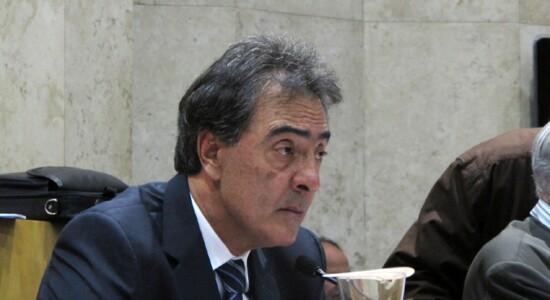 Adilson Amadeu é um dos principais defensores da proposta, pois tem nos taxistas sua principal base política. Foto: Juvenal Pereira/Câmara Municipal