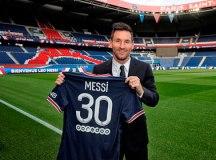Messi veste camisa 30 e assina com o PSG: 'Decidido a construir algo grande'