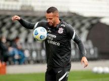 Renato Augusto volta à arena, e Corinthians treina sem Giuliano e Lucas Piton