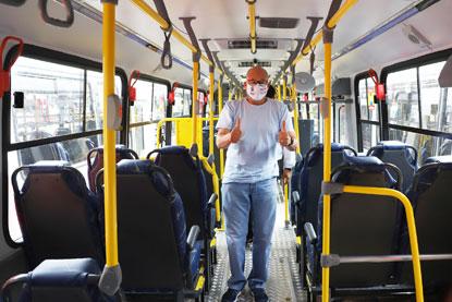 """Filippi entrega dez novos ônibus: """"vamos colocar os recursos da prefeitura a favor da população"""". Foto: Divulgação/PMD"""