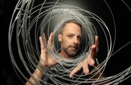 Carioca e residente em São Paulo, Kastrup é instrumentista, percussionista e produtor musical brasileiro, com mais de 25 anos de carreira. Foto: Divulgação/Nadja Kouchi