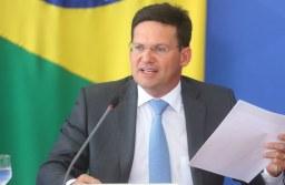 """Pelas redes sociais, o ministro da Cidadania, João Roma, classificou o programa como um """"marco histórico"""" do governo do presidente Jair Bolsonaro. Foto: Júlio Dutra/Ministério da Cidadania"""