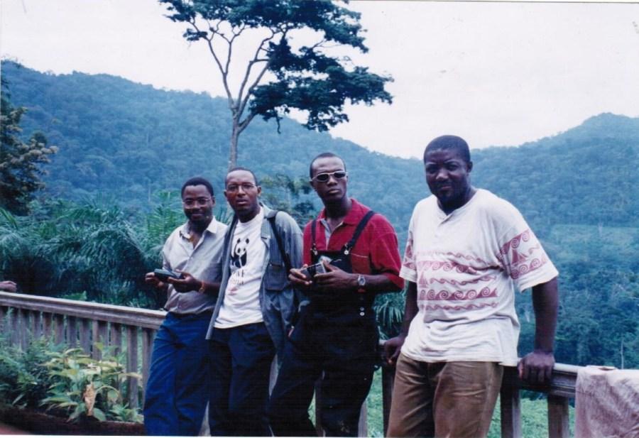 Evinayong, 1999. Parte de los fundadores de la organización y equipo directivo de entonces Alfredo, Tito (miembro de CEID), José Antonio y Job, en una campaña hacia el interior del pais