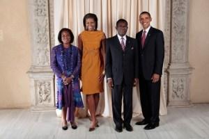 Obiang-ante-el-espejo--dime-lo-que-firmas-y-te-dire-lo-que-violas