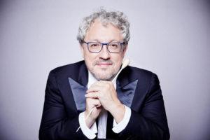 El director  de la orquesta, Miguel Romea.