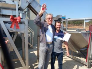 Los dos promotores tras inaugurar la fábrica de pistachos.
