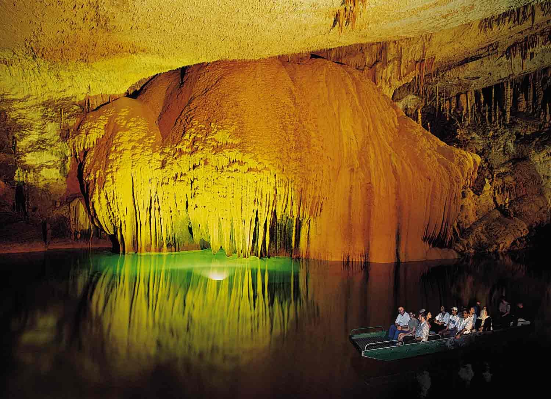 Resultado de imagen de cueva de Jeita Grotto Líbano imagenes