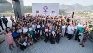 las-100-graduadas-de-mujeres-on-en-el-edificio-corporativo-de-entel-junto-a-autoridades-del-programa