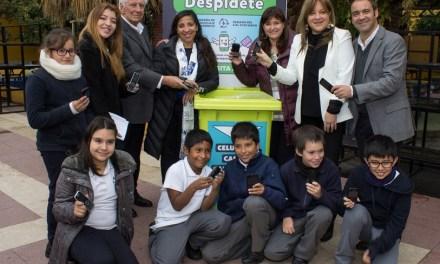 Vitacura y fundación Chilenter lanzan campaña de reciclaje de celulares en colegios