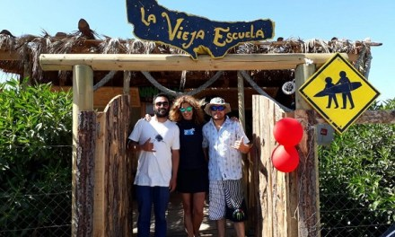 Desafío Levantemos Chile inaugura primera escuela de surf en Cobquecura: 25 niños cumplirán su sueño de desafiar la ola