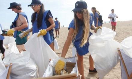 380 Colillas de cigarrillos y 1.000 kilos de microplástico se encontraron en playas de la región de Valparaíso