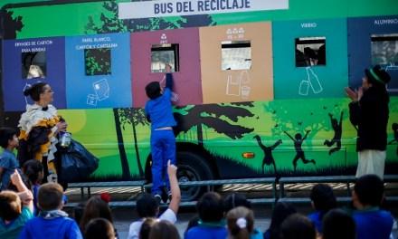 Bus del Reciclaje de Coca-Cola Chile y TriCiclos fomenta la cultura de reducir, reutilizar y reciclar en niños