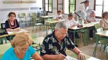 Seniors que terminan el colegio aumentan probabilidades de encontrar más y mejor trabajo