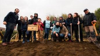 Fundación Huinay realiza jornada de reforestación de especies nativas en escuela de Hornopirén