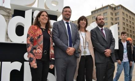 Gobierno celebra Día Mundial del Turismo en domo tecnológico frente a la Moneda