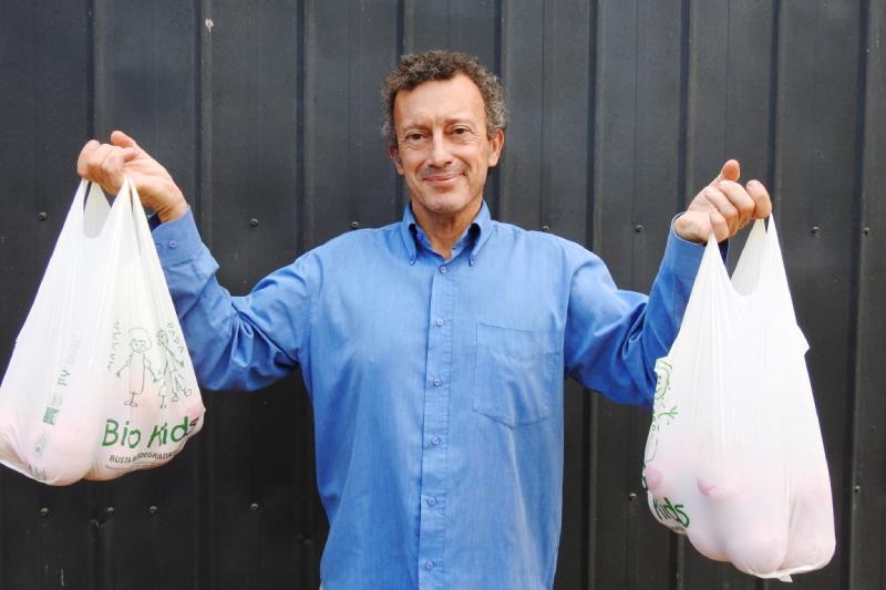 Andrea Martinetti, fundador de EcoItalia: «el simple hecho de que una bolsa sea compostable, no significa que la podemos dejar en la playa o botar en un bosque»