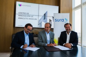 SURA Asset Management firma alianza con Centro de Innovación UC