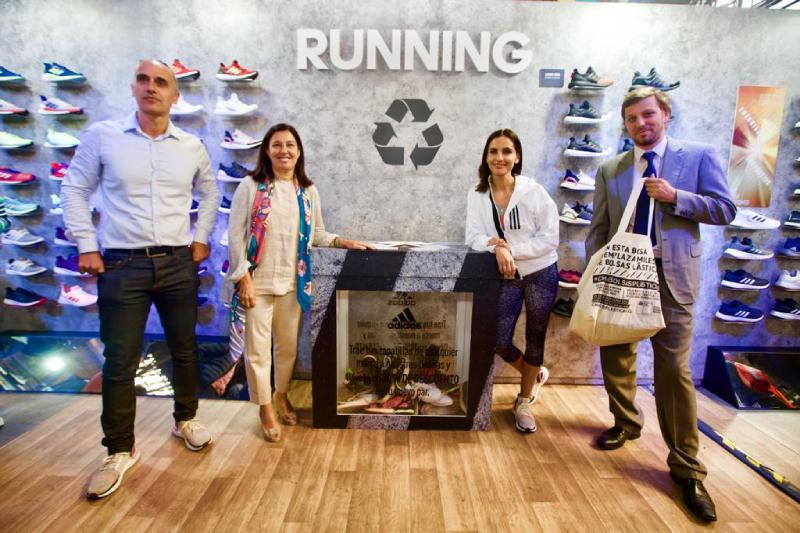 Proyecto de reciclaje busca recaudar zapatillas en desuso y