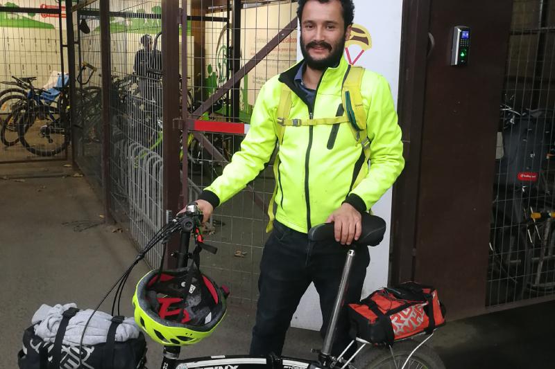 De Rancagua a Santiago: el trabajador de Falabella Retail que usa la bicicleta como medio de transporte