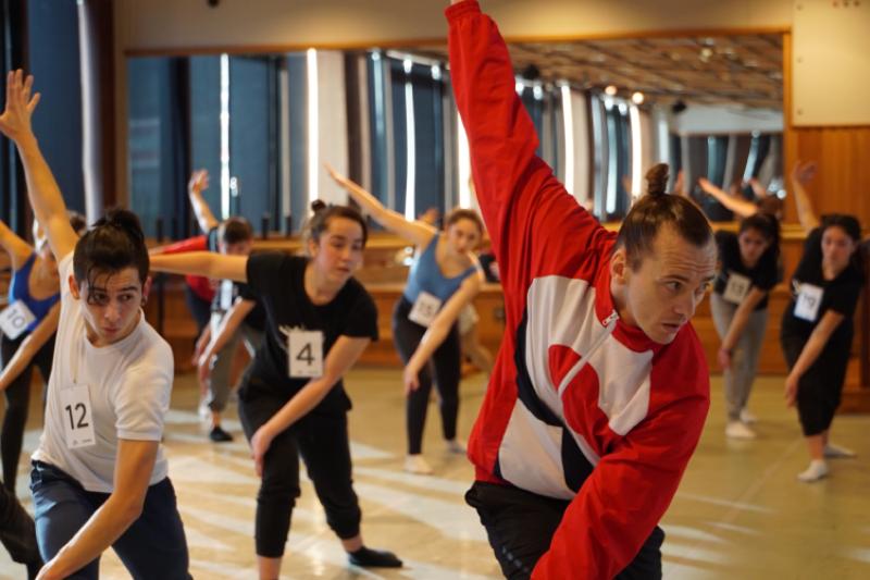 Fundaciones Mustakis y Teatro del Lago becaron a 8 estudiantes para perfeccionarse a Francia