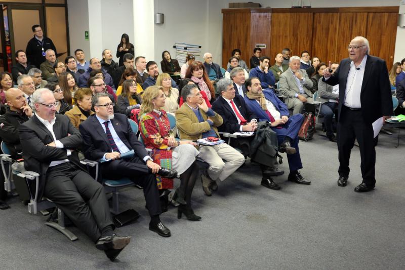 EPV, UAI y Asexma impulsan reflexión sobre escenarios económicos del país