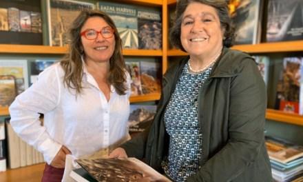 Tompkins Conservation dona publicaciones sobre patrimonio natural a bibliotecas de fundación La Fuente