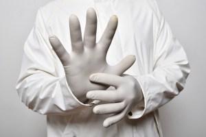 Coronavirus: Los guantes desechables son seguros sólo por un tiempo limitado y no sustituyen al lavado de manos