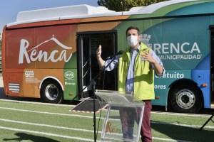 Bus eléctrico trasladará gratis a adultos mayores de Renca