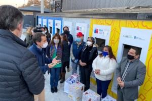 CMPC dona productos de cuidado personal y canastas de alimentos a recicladores de base de todo Chile
