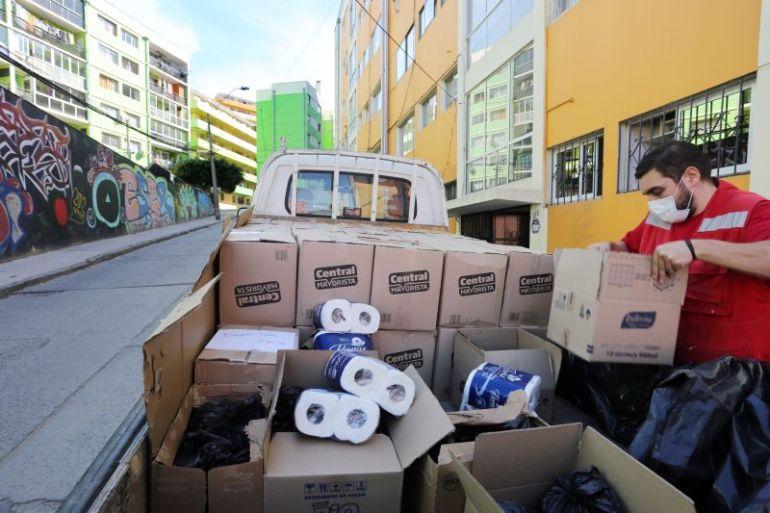 Puerto Valparaíso apoya a familias porteñas entregando alimentos y útiles de aseo