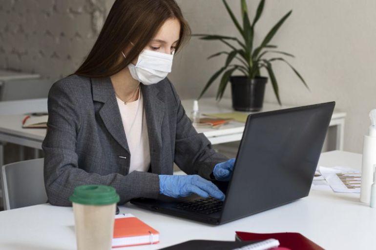 Experta entrega consejos prácticos para perder el miedo a volver a trabajar presencialmente