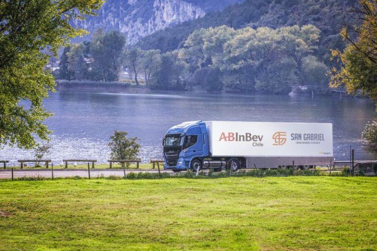 AB InBev Chile apuesta por el transporte sustentable: tendrá flota de camiones a GNL