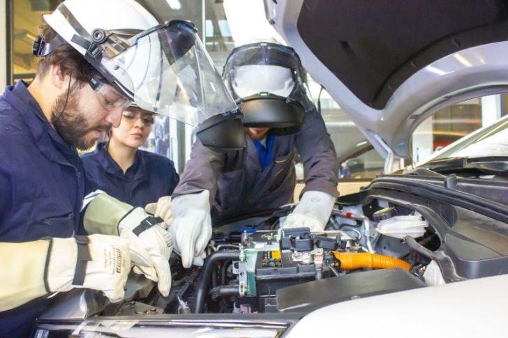 """""""Electromovilidad: en el futuro las personas podrán entregar energía desde sus vehículos a la comunidad"""""""