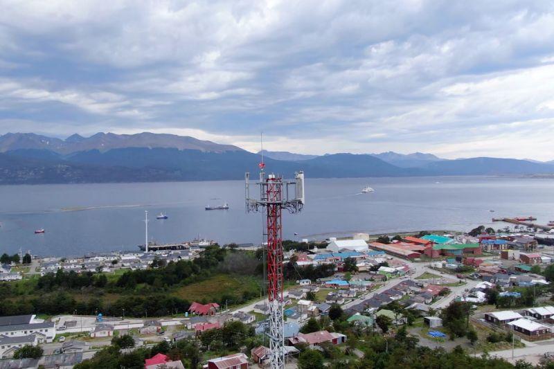 Habitantes de Puerto Williams podrán acceder a conectividad móvil de alta velocidad tras conectarse a la Fibra Óptica Austral
