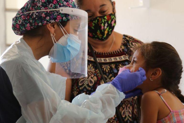 Cerca de 500 pacientes son atendidos por operativo médico de Transelec y TECHO en regiones Metropolitana y de Valparaíso
