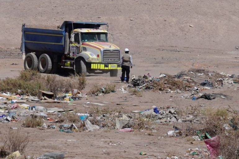 Más de 600 toneladas de escombros son retirados del sector de Ojo Opache en operativo sanitario realizado por Municipalidad de Calama, Seremi de Medio Ambiente y Mainstream Renewable Power