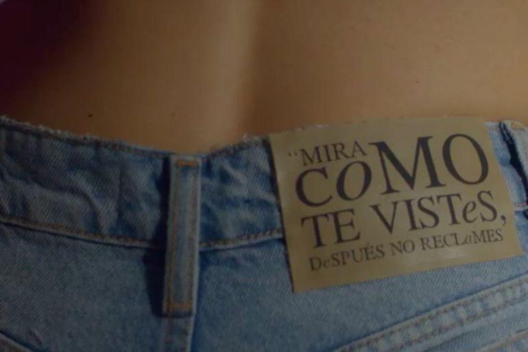 #noesculpadelaropa: la campaña que visibiliza los prejuicios hacia la forma de vestir de las mujeres