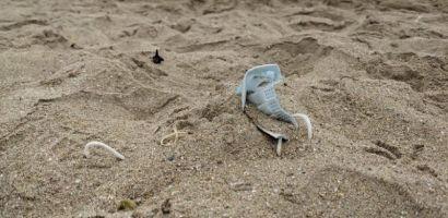 Estudio revela falta de información para desechar mascarillas en playas de Chile
