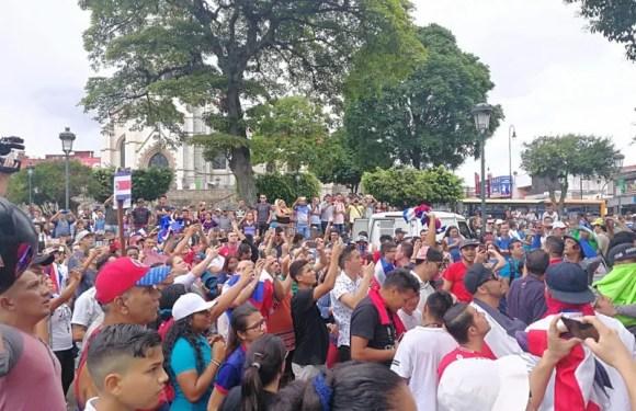 Manifestaccion pacifica contra migración de Nicaraguenses en el Parque de la Merced