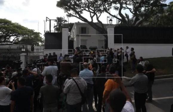 España protegerá a López pero limitará su acción política en la embajada