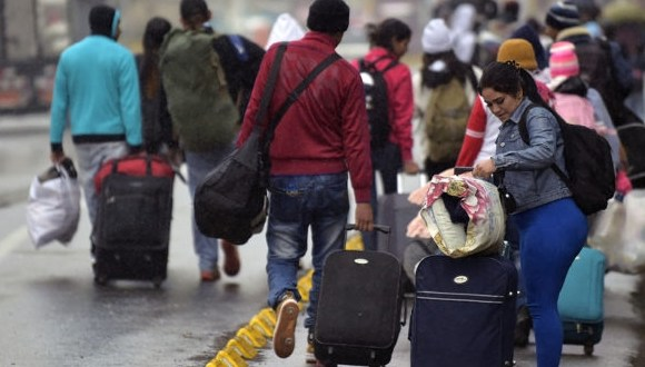 Grupos armados ilegales reclutan en Colombia a inmigrantes venezolanos que buscan trabajo.