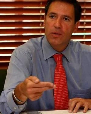 Renunció embajador Fernando Sanclemente por escándalo de narcofinca