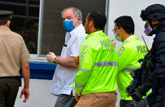 La Justicia de Ecuador ordenó el arresto domiciliario para el ex presidente Abdalá Bucaram.