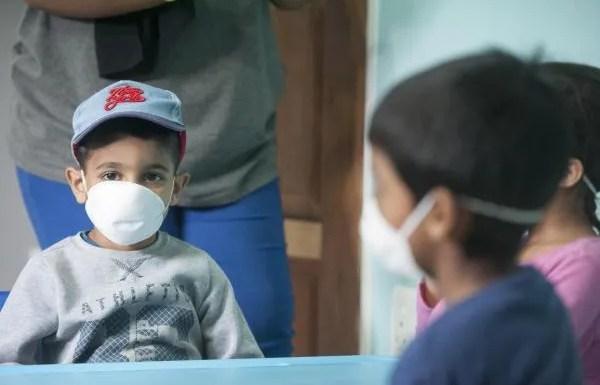 La pandemia de COVID-19 dispara la pobreza infantil y amenaza la salud, la educación y nutrición de millones de niños