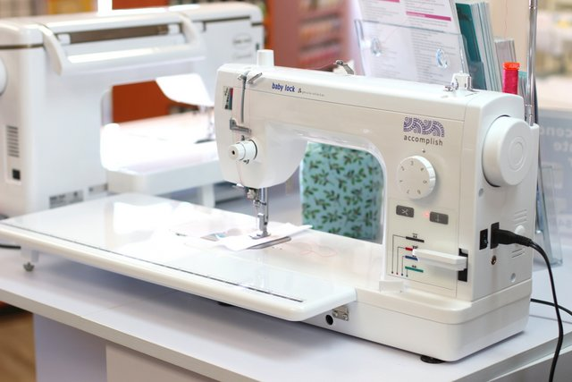 How to Choose a Sewing Machine for Quilting, tips featured by top US quilting blogger,  Diary of a Quilter - Baby Lock Accomplish Sewing machine - heavy-duty, fast straight stitch machine