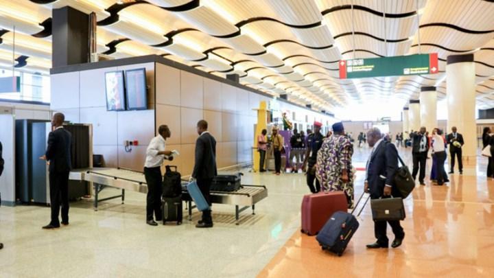 Un vaste réseau de trafic de migrants démantelé à l'AIBD : 102 passeports saisis