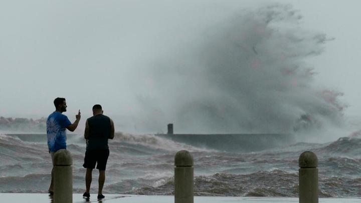 L'ouragan Ida a touché terre en Louisiane avec des vents allant jusqu'à 240 km/h