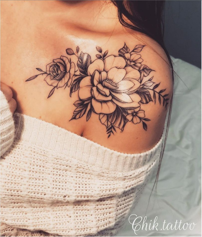 Tatuagem de flor no ombro: 65 fotos de todos os estilos para se inspirar