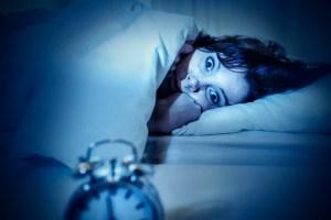 Você consegue dormir com os olhos abertos?